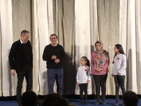 Familie Fazili auf der Bühne im International
