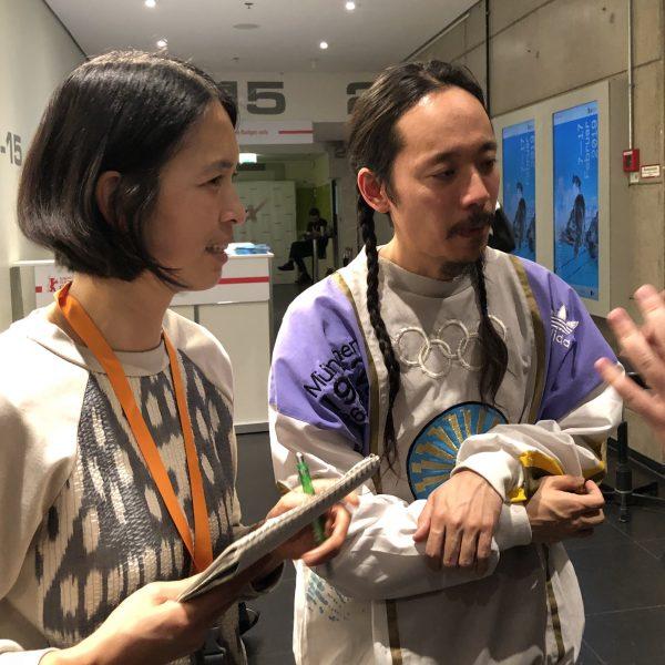 Makoto Nagahisa und Dolmetscherin